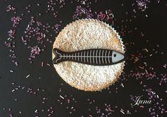 Bizcochito de almendra con sardina chocolatina