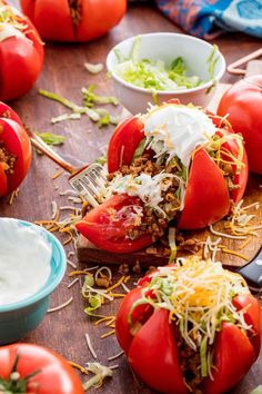 These are the prettiest low-carb tacos you'll ever see.Get the recipe from Delish. Healthy Dinner Recipes, Mexican Food Recipes, Low Carb Recipes, Cooking Recipes, Healthy Dinners, Weeknight Dinners, Easy Recipes, Lean Meat Recipes, Hamburger Recipes