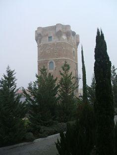 Os invitamos a pasear por el  Castillo de Arroyomolinos.  #historia #turismo  http://www.rutasconhistoria.es/loc/castillo-de-arroyomolinos