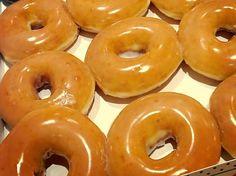 Copycat Krispy Kreme Recipe for National Doughnut Day - MyThirtySpot - Sophia Easy Donut Recipe, Donut Recipes, Copycat Recipes, Baking Recipes, Krispy Kreme Copycat Recipe, Cake Candy, Donut Flavors, Cupcake Flavors, Krispy Kreme Doughnut