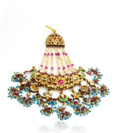 Uploaded by Find images and videos on We Heart It - the app to get lost in what you love. Pakistani Jewelry, Indian Jewelry, Mughal Jewelry, Bridal Jewellery Inspiration, Wedding Jewelry, Ancient Jewelry, Antique Jewelry, Hyderabadi Jewelry, Traditional Indian Jewellery