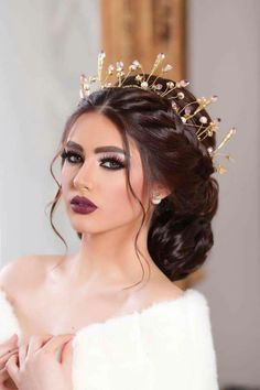 Great hair, but too much makeup. Great hair, but too much makeup. Wedding Hair And Makeup, Bridal Makeup, Bridal Hair, Hair Makeup, Peinado Updo, Pelo Multicolor, Too Much Makeup, Wedding Hair Pieces, Wedding Dress