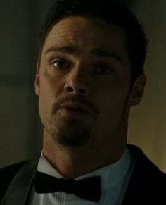Jay Ryan as Vincent Beauty and the Beast S2 E16 About Last Night