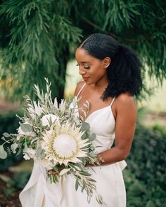 Stunning wedding bouquet with greenery and ivory flowers. King protea bouquet for chic, modern bride. Protea Bouquet, Natural Hair Wedding, Natural Wedding Hairstyles, Natural Hair Brides, Black Brides Hairstyles, Black Bridesmaids Hairstyles, Redhead Hairstyles, Simple Hairstyles, Dress Wedding