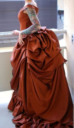 Bones And Lilies: How To Make A Victorian Bustle Skirt - The Easy Way