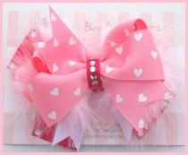 Super cute hairbow with feathers
