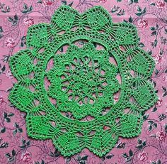 Green crocheted doily No.8