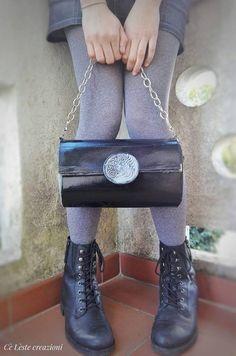 LOVE this Beautiful paper bag with a decoration in relief. Black and silver, Borsetta in carta con decoro in rilievo.. realizzata a mano Send me a msg: www.facebook.com/... #handamde #paper #bag #CèLèste #pochette #borsa #carta #rilievo #love #style #things #like #ispiration