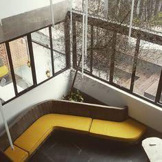 Banco de concreto - Agência OMZ #arquitetura #architecture #concreto #concrete #beton #arqcorporativa #interiores #amarelo #nofilter #p23arq