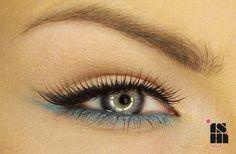 Teal Bottom eyeshadow