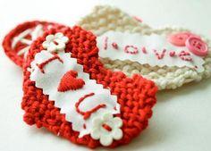 Fuente: http://www.flaxandtwine.com/2011/02/sweetheart-knit-valentine-diy-tutorial.html