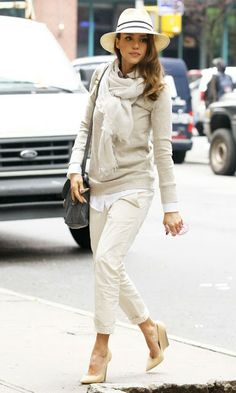 Chinos / white pants + top + pumps