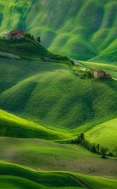 Масштаб-3. Крошечные домики на безграничных и почти бесконечных холмах. Этот мир намного больше, чем люди о нём думают.