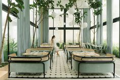 Un Cafe Invernadero De Diseno E A E A Ae Restaurant Interior - Un Cafe Invernadero De Diseno The Harlanholden Glasshouse Cafe Includes Seating By The Designers For Wiener Gtv Design Bespoke Stone Floors And Lighting By Louis Poulsen And Rubn Restaurant Zen, Architecture Restaurant, Interior Architecture, Interior And Exterior, Commercial Design, Commercial Interiors, Cafe Design, Design Blogs, Design Design