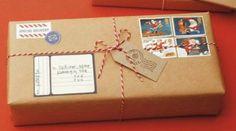 Pacchetto regalo simile ad un pacco postale #pacchetti #pacchetto #regalo #regali #originali #Natale #compleanno #incartare #posta #pacco