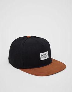 :Gorra negra visera marrón