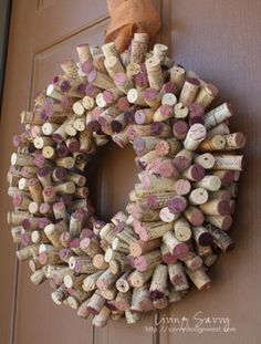 DIY Wine Cork Wreath  www.tipjunkie.com/all-crafts/wine-cork
