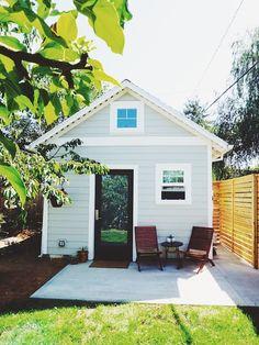 """A Tiny """"Scandinavian Cabin"""" in Portland Genevieve's Tiny House in Portland — House Call Portland Apartment, Portland House, Portland Oregon, Airbnb Portland, Tiny Houses For Rent, Little Houses, Tiny House Exterior, Exterior Windows, Ranch Exterior"""