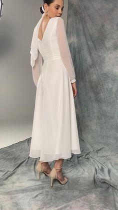 Elegant White Dress, Classy Dress, Elegant Dresses, Pretty Dresses, Beautiful Dresses, Simple Classy Wedding Dress, Cute Simple Dresses, Simple Wedding Dress With Sleeves, Simple White Dress