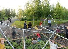 For the International Garden Festival at Jardins de Métis/Reford Gardens, Jane Hutton and Adrian Blackwell designed this great public installation called Dymaxion Sleep. It's a giant hammock suspended over a gard Poket Park, Parque Linear, Garden Hammock, Urban Park, Garden Architecture, Architecture Diagrams, Cultural Architecture, Architecture Portfolio, Outdoor Classroom