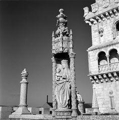 Torre de Belém, stadsdeel Belém, Lisboa. Het beeld van Onze-Lieve-Vrouwe-van-de-Behouden-Thuiskomst en Kind, symbool van bescherming voor de zeelieden