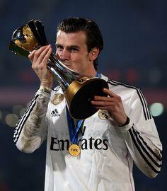 Gareth Bale with the FIFA Club World Cup Trophy <3 #realmadrid #halamadrid