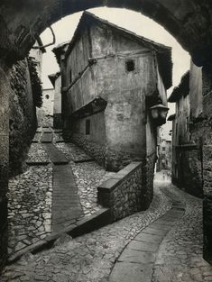 The world of old photography: Jean Dieuzaide: Albarracín, Spain, 1955 Old Photography, Street Photography, Black And White Pictures, Vintage Photographs, Historical Photos, Black And White Photography, Old Photos, Around The Worlds, Dr Caligari