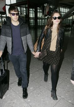 keira-knightley-with-her-husband-james-righton-at-heathrow-airport-february-2015_1.jpg (1280×1850)
