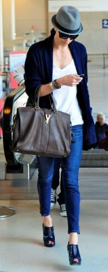 c785f6207b0be6 Charlize Theron -airport style Airport Chic