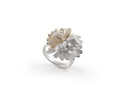 Begonia Collection white and beige Gold flower ring with diamonds inspired nature // anillo flor de oro blanco y beige con diamantes inspirado en la naturaleza www.art-jeweller.com