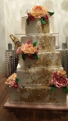 Weddingcake henna gold flowers