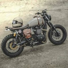 33 Cool Modification Triumph Scrambler for Big Motorcycle Lovers Cafe Bike, Cafe Racer Bikes, Cafe Racer Motorcycle, Moto Bike, Motorcycle Design, Mad Max Motorcycle, Tracker Motorcycle, Cafe Racer Helmet, Motorcycle Helmets