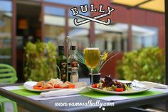 Comida sana  terraza soleada = #Vamosalbully #Donostia #SanSebastian #Aiete #Berabera Visita nuestra web www.vamosalbully.com y elige de nuestro menú lo que vas a comer o cenar hoy.