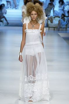 The complete D&G Spring 2006 Ready-to-Wear fashion show now on Vogue Runway.