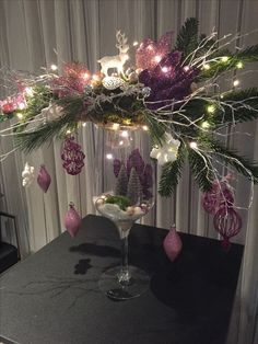 When it comes to Christmas decor, fairy lights are perfect for decoration. - When it comes to Christmas decor, fairy lights are perfect for decoration. Christmas Vases, Christmas Flower Arrangements, Christmas Flowers, Christmas Centerpieces, Pink Christmas, Christmas Tree Decorations, Christmas Home, Christmas Lights, Christmas Holidays