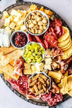 How To Make A Cheese Plate – these tips will help you make the best, most delicious cheese plate ever! I love cheese plates. Cheese Platter Board, Charcuterie Platter, Charcuterie And Cheese Board, Antipasto Platter, Cheese Platters, Cheese Boards, Cheese Board Display, Cheese Appetizers, Appetizer Plates