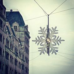 The gorgeous Swarovski snowflake twinkling above 5th avenue is one of our favorite NYC holiday traditions. #MyCuratedHoliday