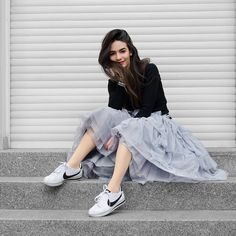 Fashionista NOW: How To Wear Tulle Skirts In Comfy Edgy Outfits? Edgy Outfits, Skirt Outfits, Dress Skirt, Fashion Outfits, Moda Outfits, Fashion Edgy, Fashion 2018, Fashion Trends, Skirt And Sneakers