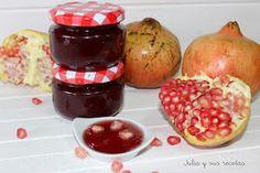 La granada es una fruta propia del otoño, es la fruta carnosa del Granado. La fruta se come fresca, grano a grano. Se suele utilizar p...