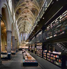De Selexyz boekhandel in de Dominicanerkerk in Maastricht, de mooiste ter wereld volgens The Guardian