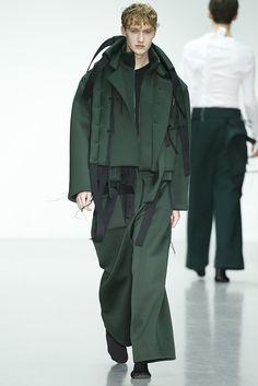 679a06df5d7b Men s Wear Trends From the European Runways - Slideshow 그린 맨