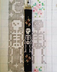 off loom beading techniques Bead Crochet Patterns, Beading Patterns Free, Beading Ideas, Loom Bracelet Patterns, Bead Loom Bracelets, Jewelry Patterns, Bead Loom Designs, Seed Bead Crafts, Beaded Skull