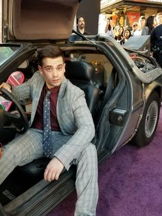"""""""At the premiere for Ready Player One, and I could not be more excited. I've already seen it once and would gladly see it a dozen times more. Thanks for inviting me, Disney Princess Tattoo, Punk Princess, Shayne Topp, Smosh Squad, Smosh Games, Funny Road Signs, Alternative Disney, Ca Usa, Ready Player One"""
