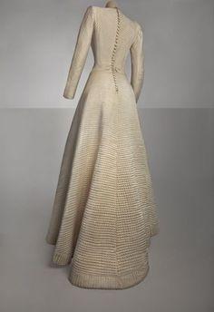 Expo paris haute couture - Bruyère, robe de mariée, 1944 - Satin de soie matelassée