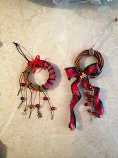 Χειροποιητα γουρια Ribbons, Christmas Crafts, Christmas Ideas, Charms, Handmade Christmas Crafts, Bias Tape, Grinding, Xmas Crafts, Pendants