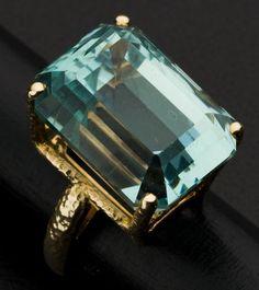 Large Aquamarine 14k Gold Ring
