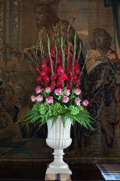 A stunning urn arrangement of green hydrangea, candy avalanche roses and cerise gladioli. #reidsflorists #reidsfloristswedding