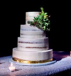 An elegant wedding cake display, with candles to create a minimalistic wedding table. Elegant Wedding Cakes, Cool Wedding Cakes, Magical Wedding, Romantic Weddings, Chic Wedding, Unique Weddings, Wedding Table, Wedding Gifts, Dream Wedding
