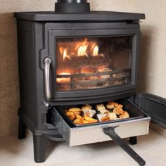 Newman Stoven Mayfair SE Wood Burning Stove delivered direct to your door. Wood Stove Cooking, Kitchen Stove, Cooking Pork, Pellet Stove, Stove Oven, Stove Fireplace, Fireplace Design, Wood Stove Hearth, Mayfair