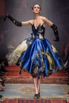 Fashion Images, Fashion Art, Fashion News, Fashion Show, Girl Fashion, Fashion Design, Couture Fashion, Runway Fashion, Dolly Fashion